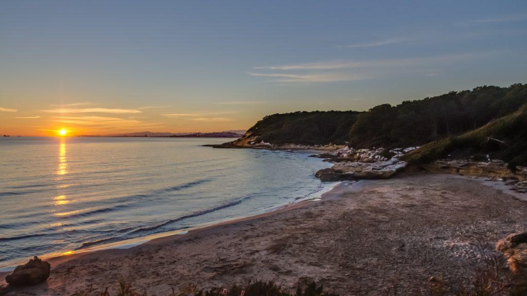 Posta de sol a la Cala Roca Plana Tarragona
