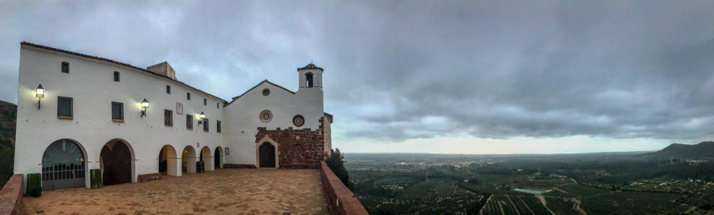 Panoràmica de l'Ermita de la Mare de Déu de la Roca (Mont-roig del Camp - Tarragona)