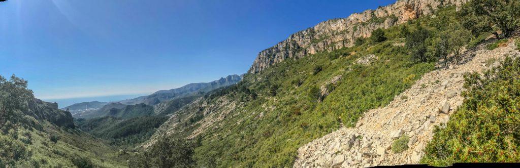 Vistes des de la pujada al Coll de Puntalt