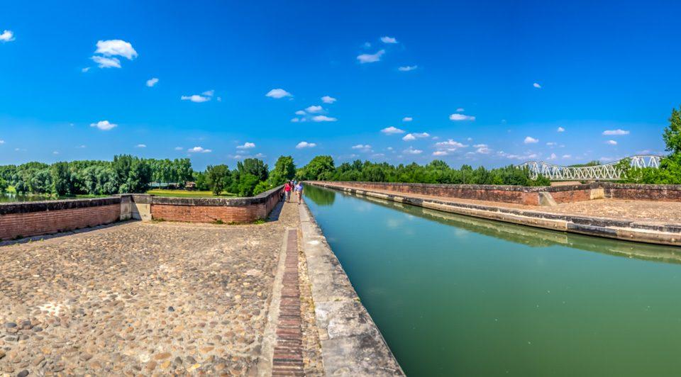 En bicicleta por el Canal des Deux Mers en Moissac