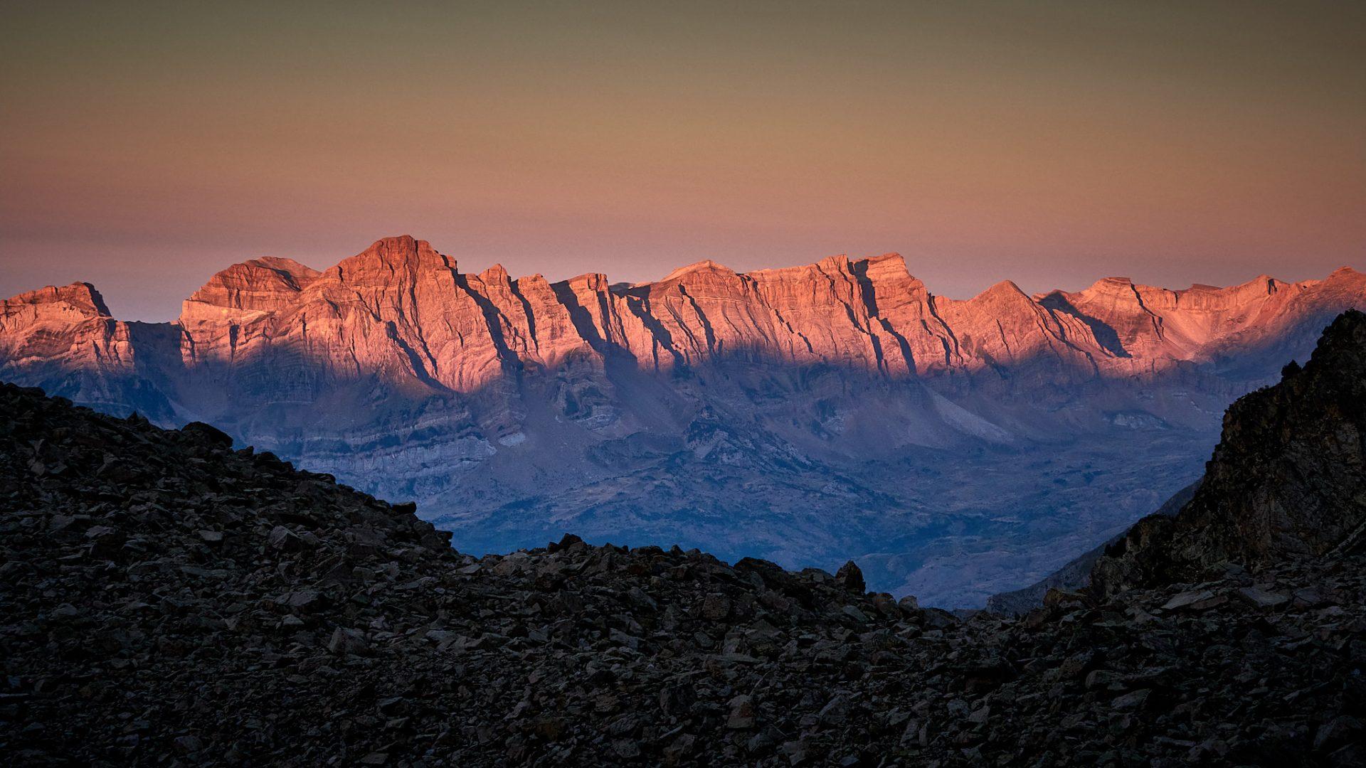 Sortida de sol sobre Peña Telera al Valle de Tena
